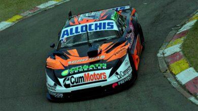 Santiago Álvarez con su Dodge en Buenos Aires.
