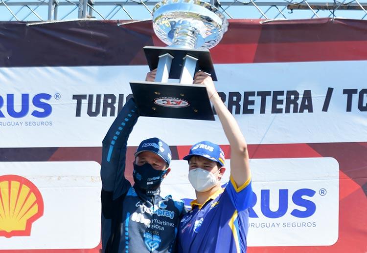Agustín y Matías Canapino en el podio.