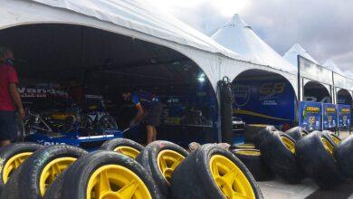 Box de TC Pista en San Nicolás, con ruedas en el frente.
