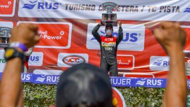 Urcera festeja en el podio del TC.