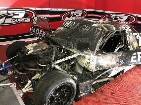 Auto incendiado de Nowak.