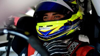 Lucas Carabajal con el casco