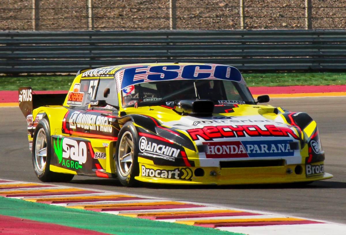 El Ford de Agus Martinez, ganador del TC Pista en Posadas