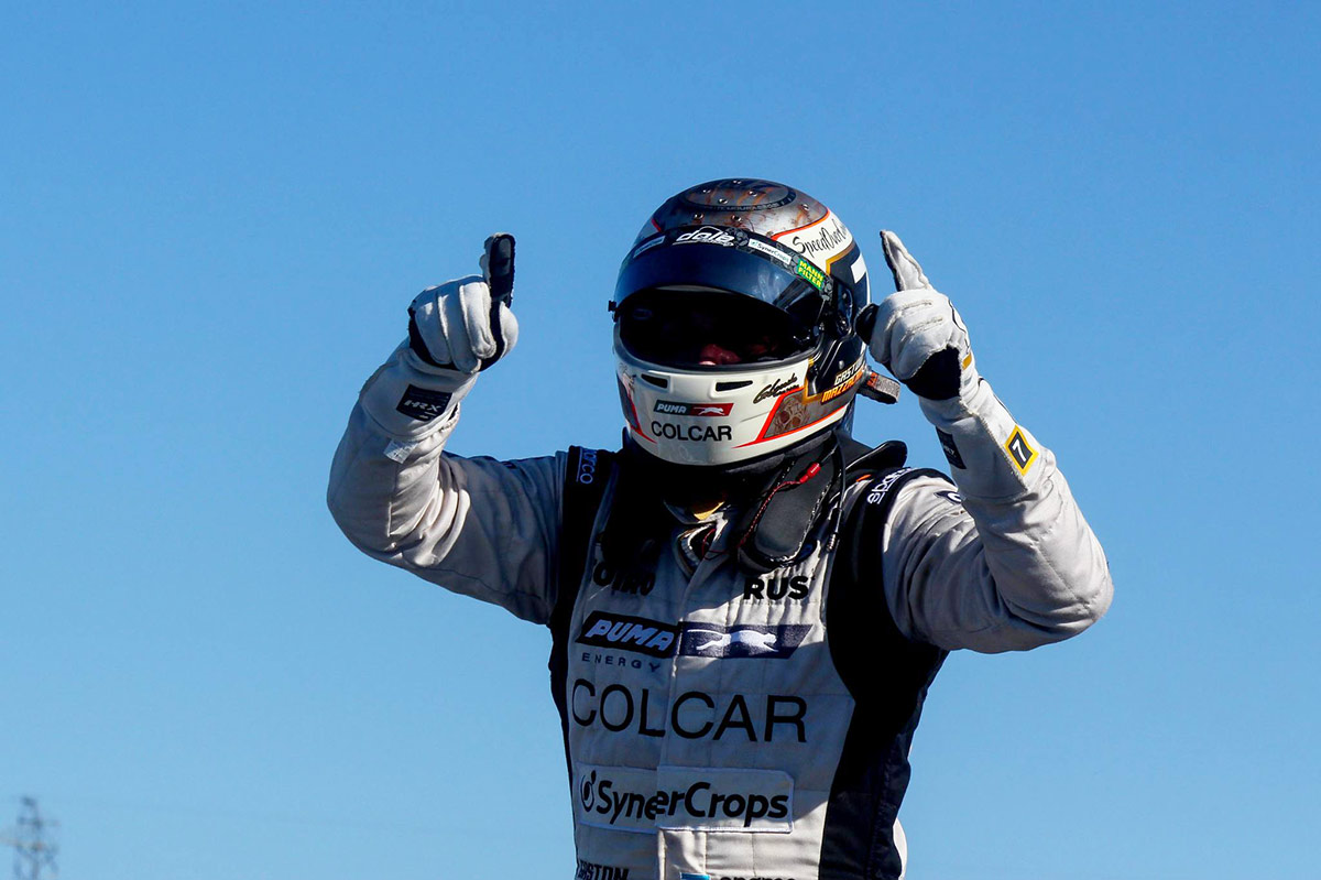 Gastón Mazzacane festejando la victoria en TC