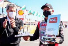 Ortelli con la placa de 400 carreras de TC.