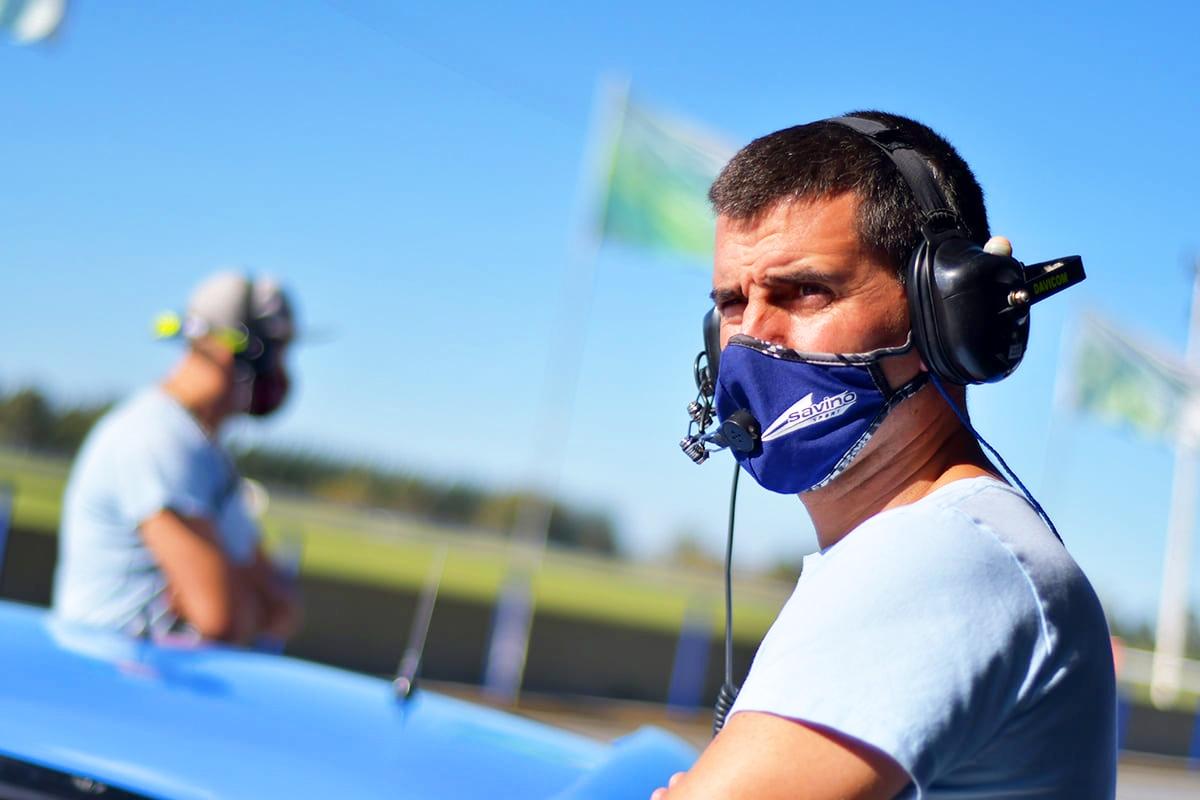 José Savino en los boxes de La Plata.