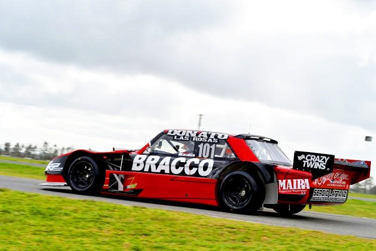 El Ford de Testa saliendo de boxes en La Plata.