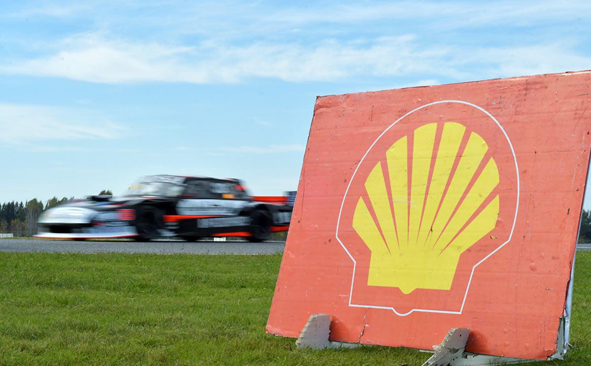 Auto de TC Mouras con cartel de Shell