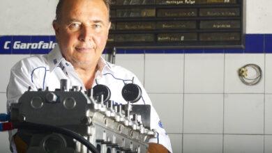 Claudio Garófalo con un motor de TC.